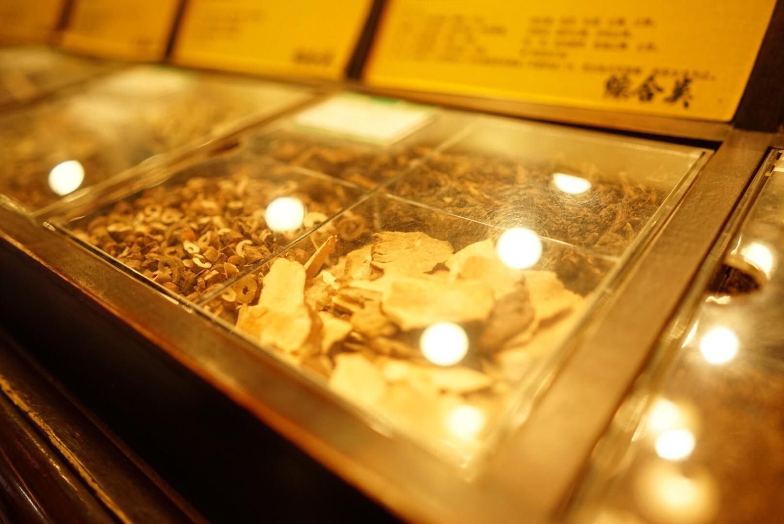 杭州の河坊街の漢方薬局回春堂(方回春堂)