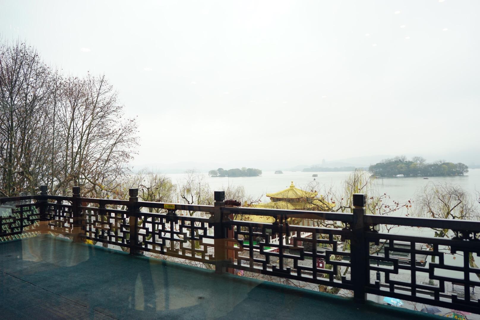 杭州の有名なレストラン楼外楼2階の眺め